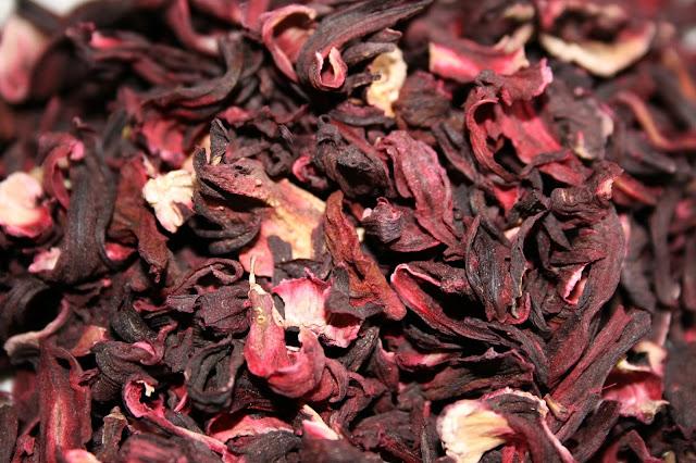 5 zaskakujących powodów, by pić herbatkę z hibiskusa!