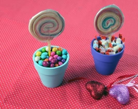 macetitas con dulces de colores, para decorar tus Fiestas infantiles
