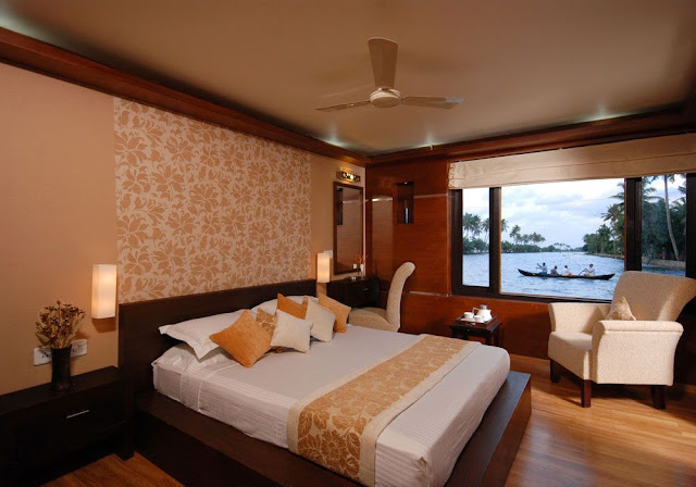 Luxurious Houseboat India