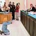 SUNGGUH KASIHAN Nenek Ini Mencuri Minyak Kayu Putih di Hukum dan di Denda 15 Juta, Bagaimanakah Hukuman Bagi Yang Mencuri Harta Negara ??((Bagikanya))