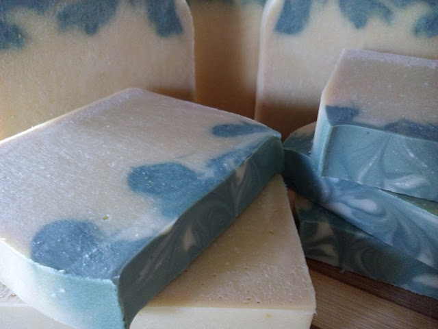 Jabón de aceite con saponificación en frío de leche fresca y bergamota