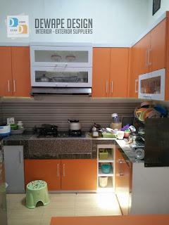 contoh kitchen set yang berwarna orange
