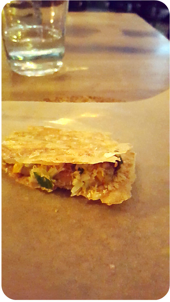 Pekingenten-Leberparfait mit knuspriger Pekingentenhaut, Macadamiacreme. Cordobar, Berlin, Januar 2016 | Arthurs Tochter Kocht von Astrid Paul