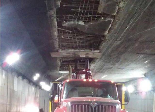 Camión se atascó en el túnel Boquerón y lo dejó sin techo