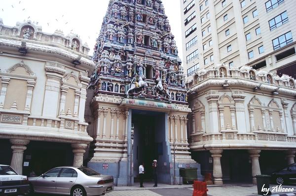Templul-Hindus-Sri-Mahamariamman
