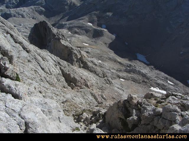 Ruta Cabrones, Torrecerredo, Dobresengos, Caín: Inicio del descenso desde la cima del Torrecerredo