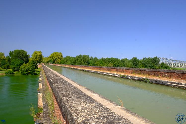 Le Chameau Bleu - Blog Voyage sur le Canal des Deux Mers à Vélo France - Pont Canal Cacor à Moissac