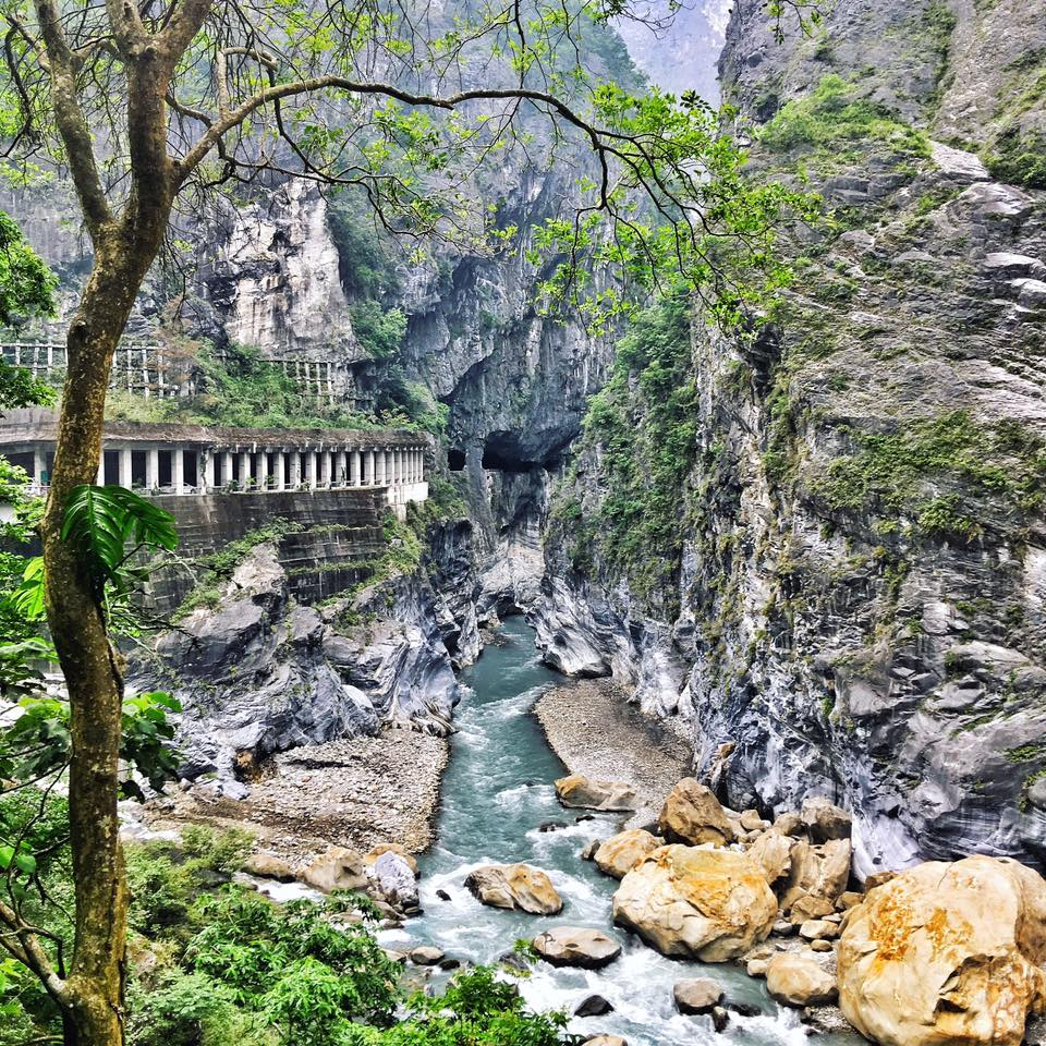 Travel with Crystal- 4 days in Taiwan- Swallow Grotto Trail