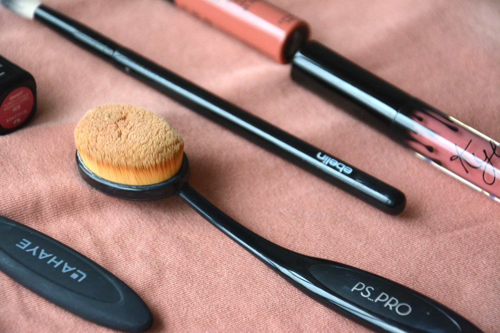 Lahaye Oval Brushes, PS Pro Oval Brush, Kiko Lipstick, Ebelin Blending Brush