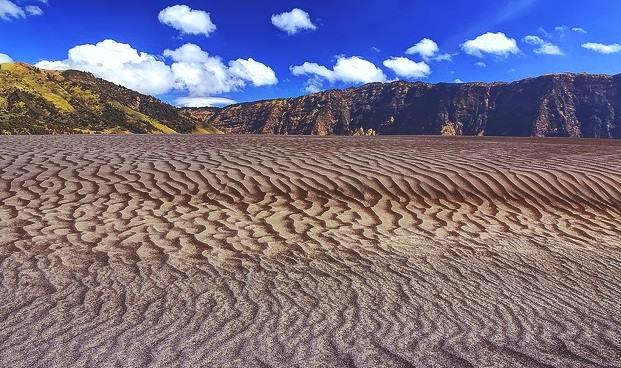 Gambar hamparan lautan pasir berbisik di Gunung Bromo