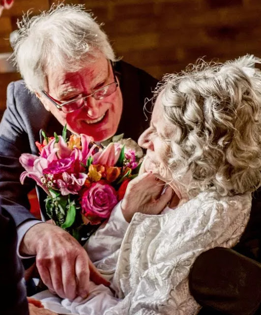 72-year-old woman finally agrees to marry boyfriend after turning down his 42 proposals in the past 4 decades