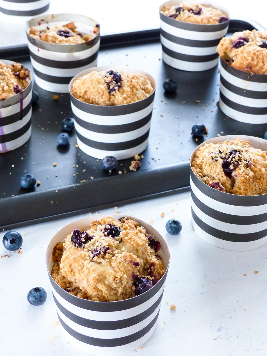 blaubeer k sekuchen muffins mit keks streuseln meine kuechenschlacht. Black Bedroom Furniture Sets. Home Design Ideas