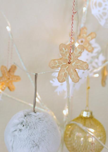 Recipe to make homemade Christmas ornaments