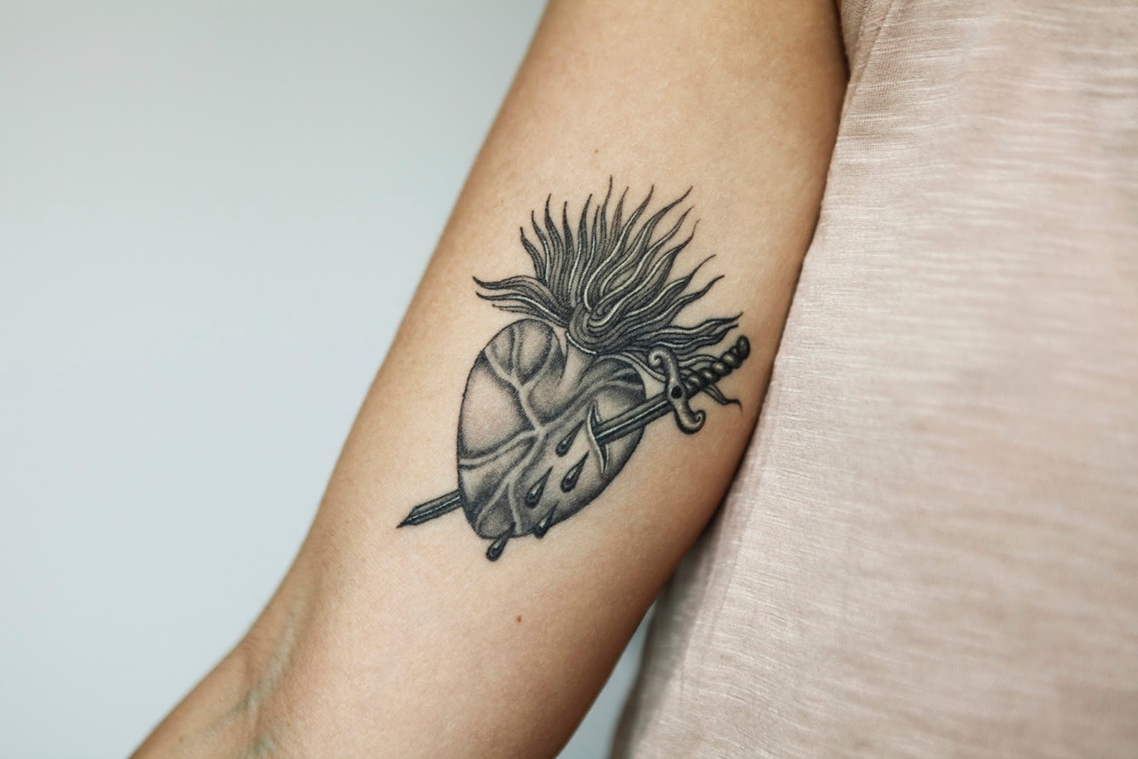 Tattoo Sang Bleu Ruby Sacred Heart Chavanitas