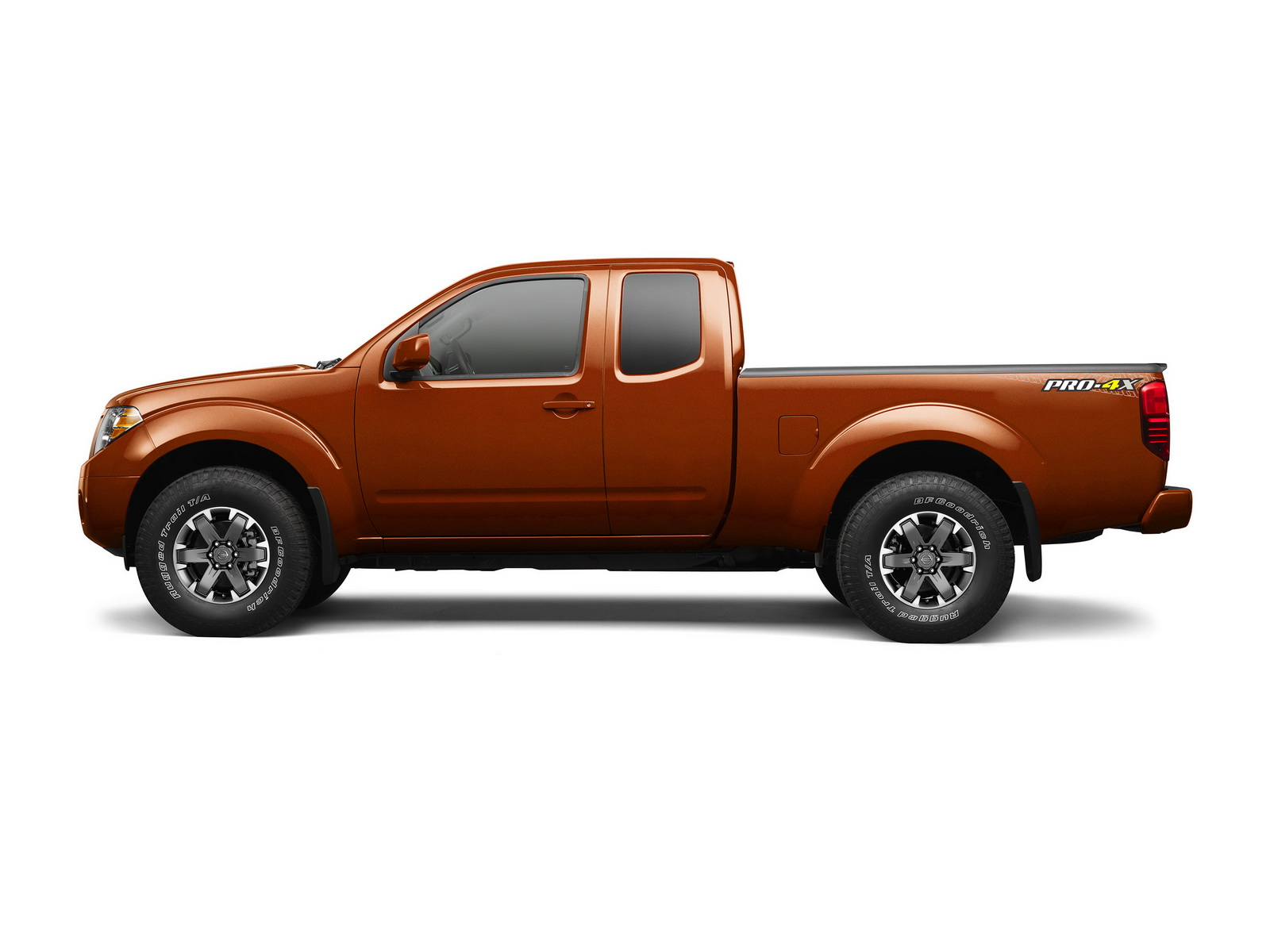 2017 nissan frontier goes on sale in the us priced from 19 330 carscoops. Black Bedroom Furniture Sets. Home Design Ideas