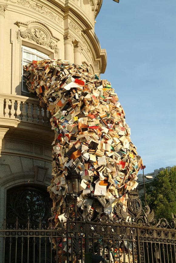 Escultura con libros de Alicia Martín