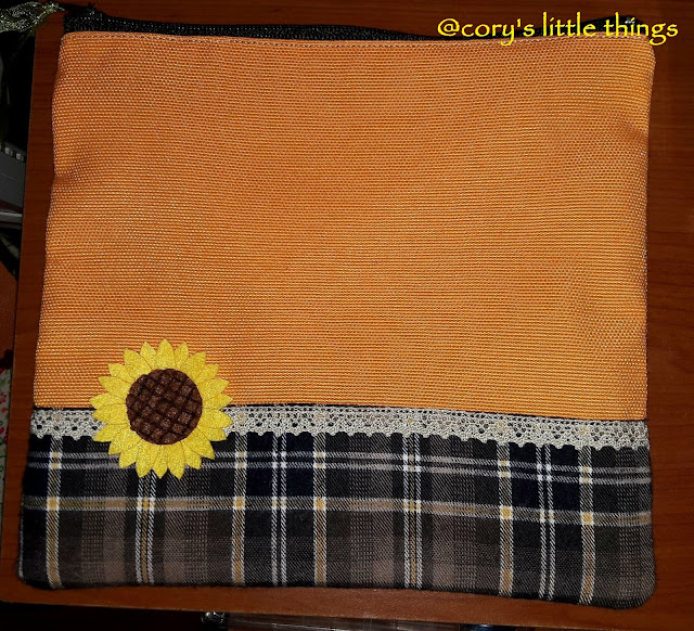 """Sunflower on Tartan"" vanity bag / Portfard ""Floarea soarelui"""