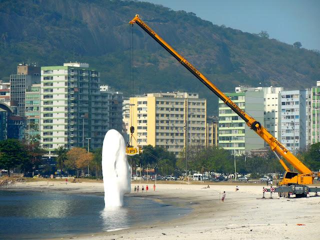 Obra de arte na Praia de Botafogo/Foto: Marcelo Migliaccio