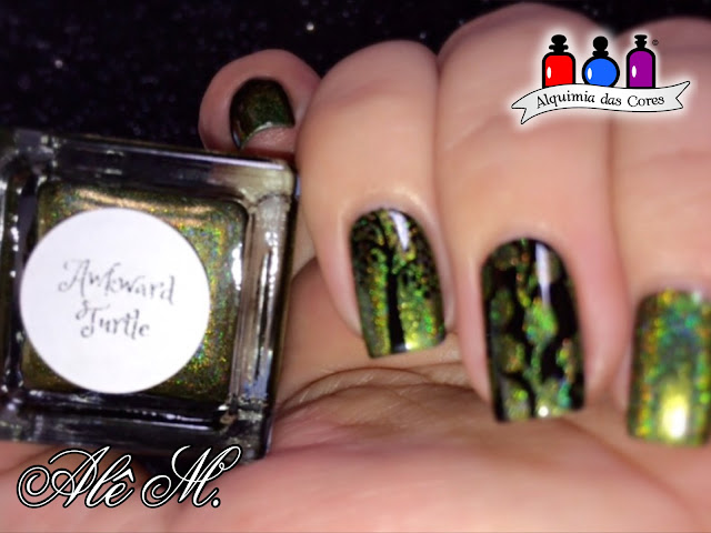 The Urban Dictionary collection 2016, Awkward Turtle, olive green holographic, Verde Holográfico, Alê M., KN09, KN16, Esmalte para carimbo La Femme, Preto, Carimbado