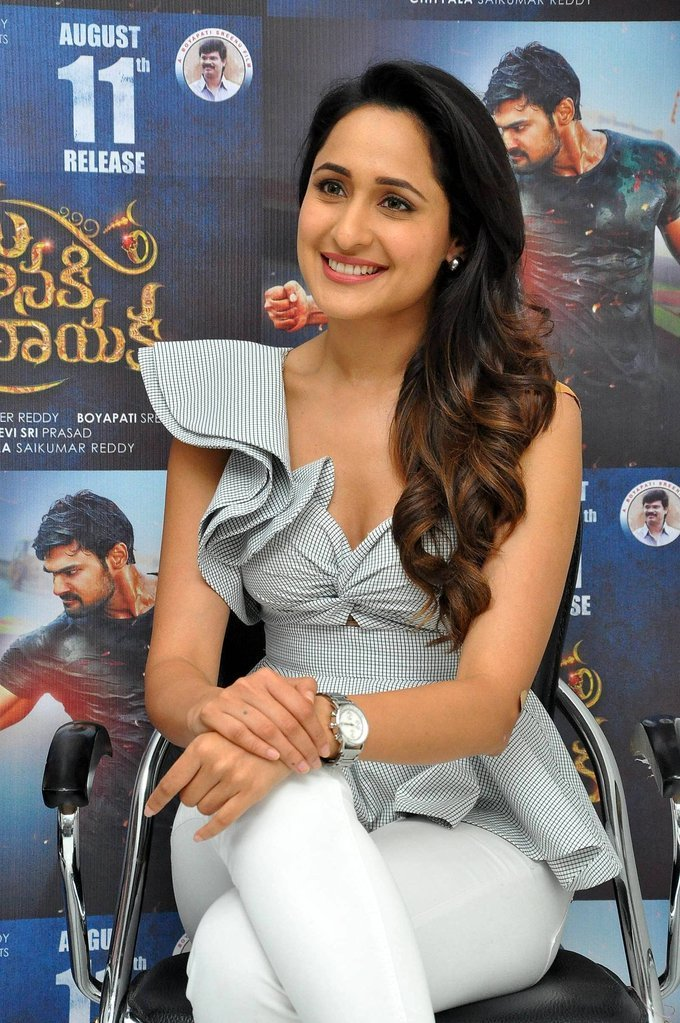 Actress PragyaJaiswal Latest HD Images