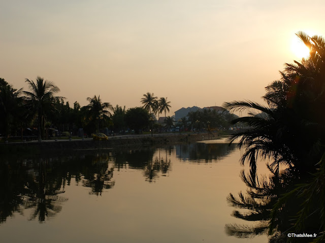 coucher de soleil fleuve thu bon hoi an vietnam