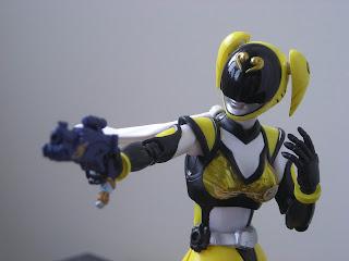 SH Figuarts Akiba Yellow 05