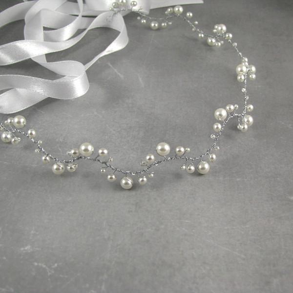 Ślubna tiara z perłami, falowana.