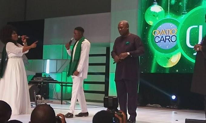 PHOTOS: Onaapo singer Dee Aja performs at Ovation Carols in Nigeria