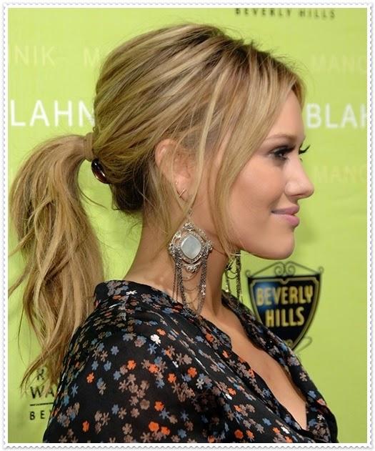 Schlank zeigender Haarmodel