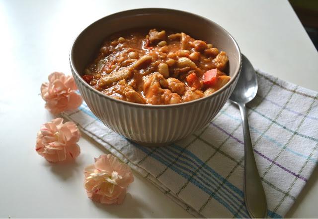 Gęsta zupa curry z soczewicą i indykiem