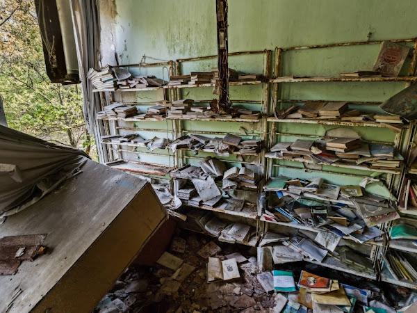 Curiosidade: Biblioteca escolar abandonada na cidade fantasma de Pripyat, Ucrânia