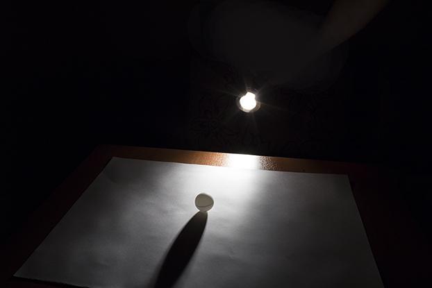 48-шар-белый-каким-образом-свет-тень
