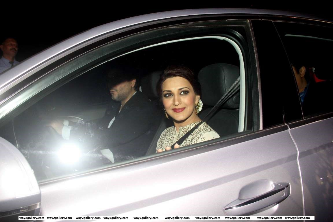 Sonali Bendre arrives for Dr Aggarwals daughters wedding reception