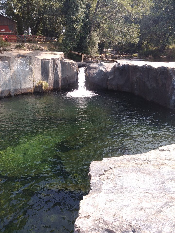 Pequena queda de água