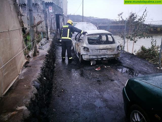 Un coche y un quad ardieron esta madrugada en Los Llanos de Aridane
