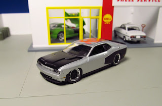 Auto World 2013  Toy Fair DODGE HEMI CHALLENGER WIDE BODY