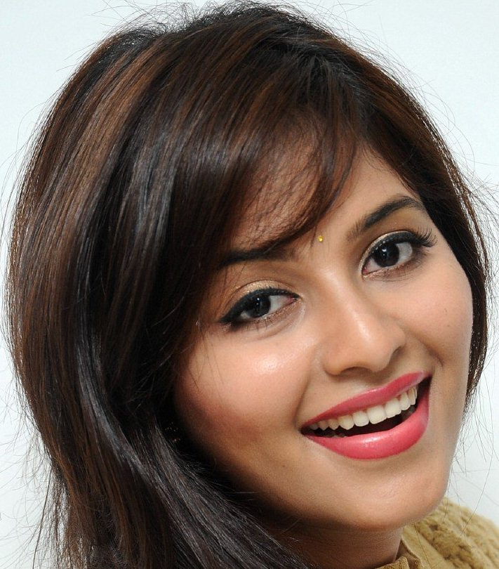 Telugu Actress Anjali Smiling Face Close Up Photos
