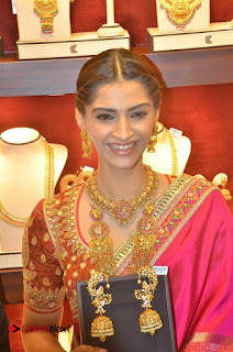 Actress Sonam Kapoor Launch Kalyan Jewellers Anna Nagar Showroom 0014.jpg