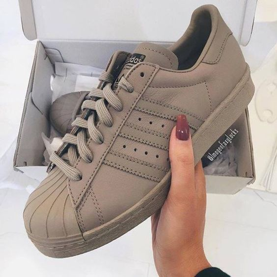 Outfits Club: Want the Original Style? Adidas Sneakers You Must Have In Your Collection!