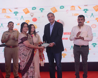 Photo Caption: Shri Prashant Naik, Honourable Mayor, Alibag & Shri Sunil Sood, MD & CEO, Vodafone India handing over 'Learning with Vodafone' tablets to the schools in Alibag