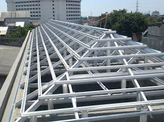 Pemasangan atap baja itu memang terbilang mudah dan ringan. Jika anda menggunakan baja ringan kekuatan dari baja ini bisa digunakan lebih dari 10 tahun lamanya.