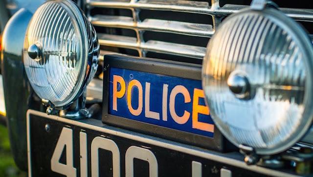 """Rótulo con la leyenda de """"Policía"""" en el frente del Triumph TR4 Police Cruiser 1962"""
