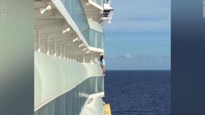 من اجل سيلفى, تخاطر بحياتها فوق المحيط, شركة رحلات بحرية, منع من الابحار,