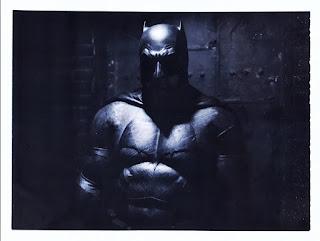 liga de la justicia: el traje tactico de batman mas cerca que nunca