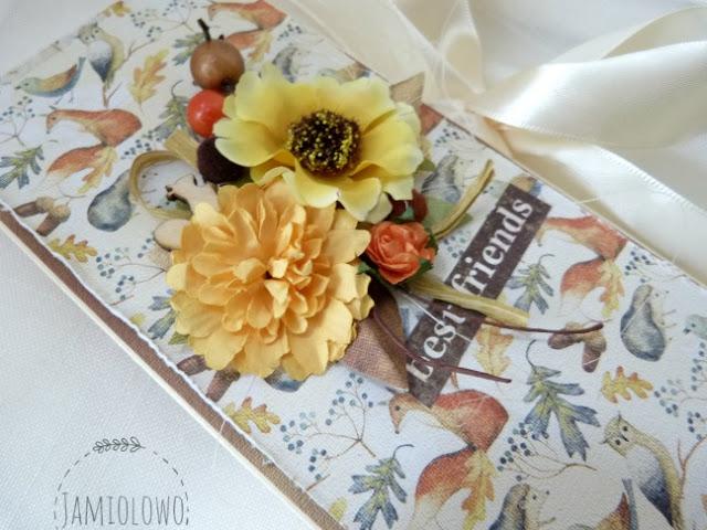 kompozycja z jesiennymi kwiatami