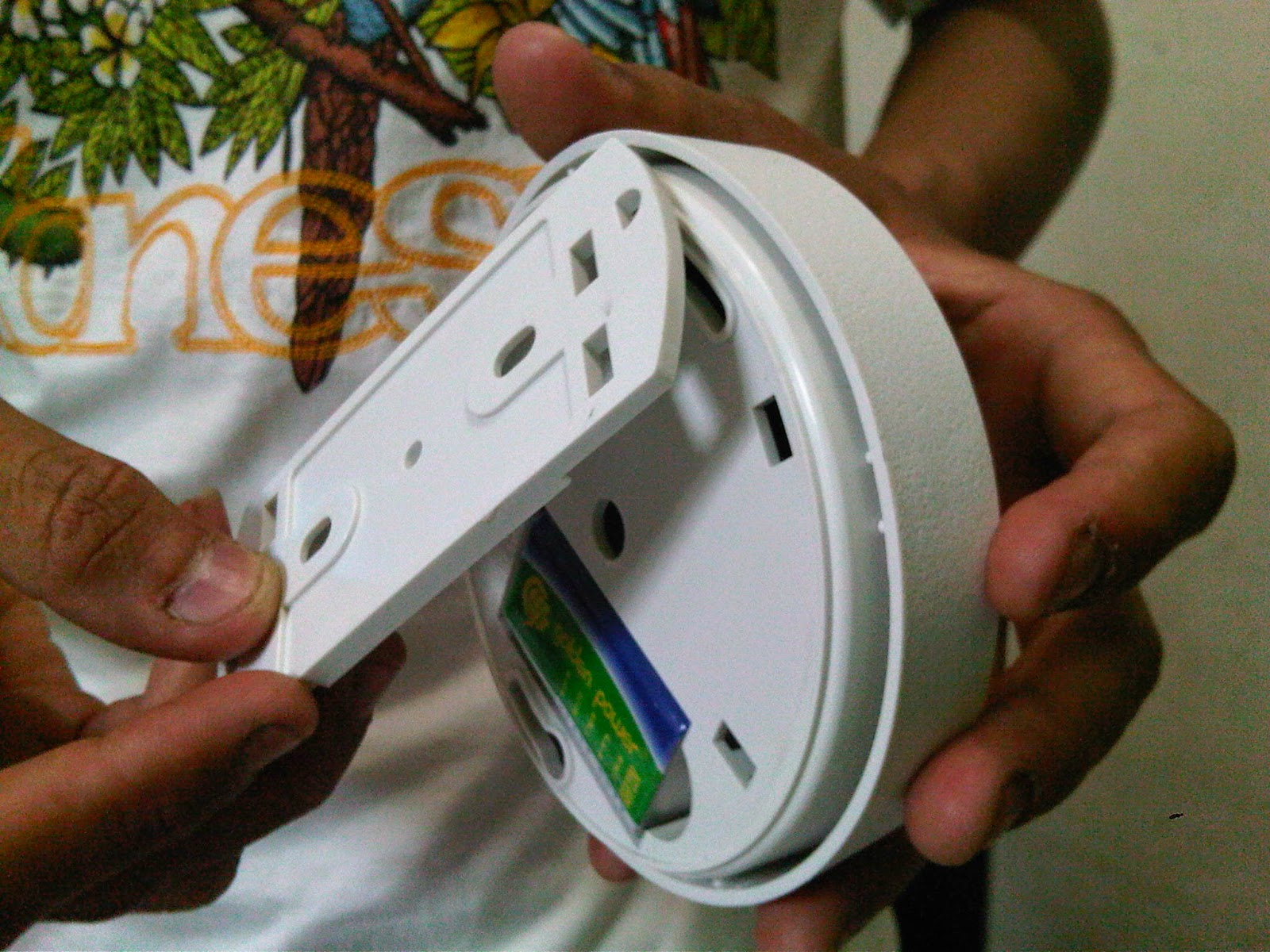 SMOKE DETECTOR WITH BATTERE PORTABLE SYSTEM SMOKE DETECTOR WITH BATTERE PORTABLE SYSTEM