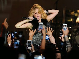 Shakira does show to launch her new album