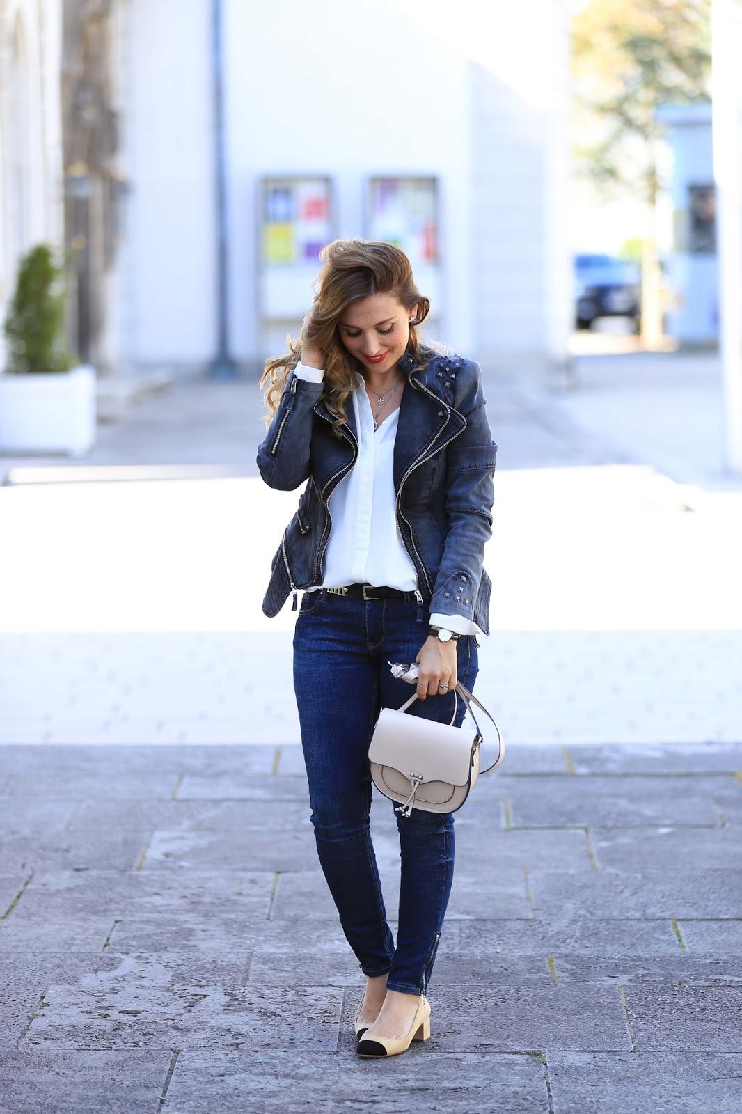 Fashionstylebyjohanna-aus-Frankfurt-Fashionblogger-das-schöne am-Bloggen-Klatsch-aus-der-Bloggerwelt-Schwarze Biker Jacke-Mantel-Zara-türkis-Winterjacke-Lederjacke-Schwarze Jeans Jacke - Jeans Jacke