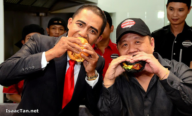 Smashies Burger founder Will Soh having a bite with the President