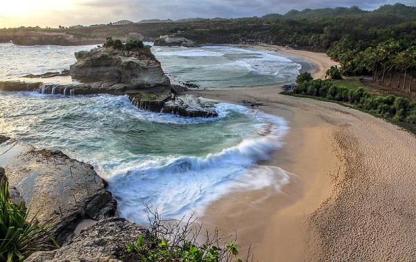 Objek-Wisata- Pantai-Klayar-Pacitan